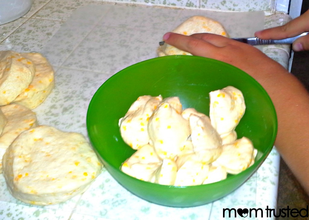 How to Make Monkey Bread ~ recipe to do with your kids 20120822 1500381 1024x731