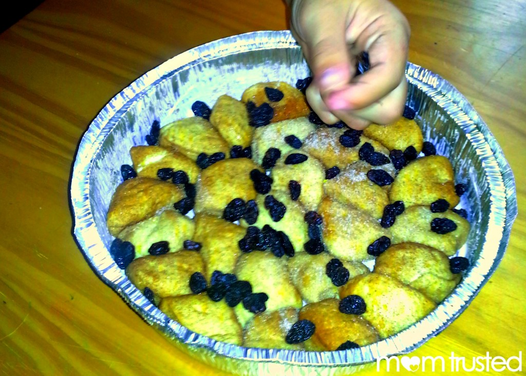 How to Make Monkey Bread ~ recipe to do with your kids 20120822 150604 2 1024x731
