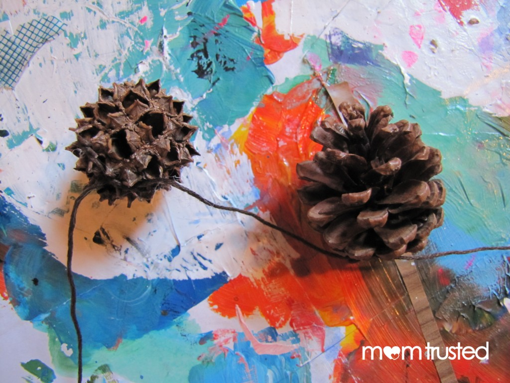 Pinecone Garland pinecone 2 1024x768