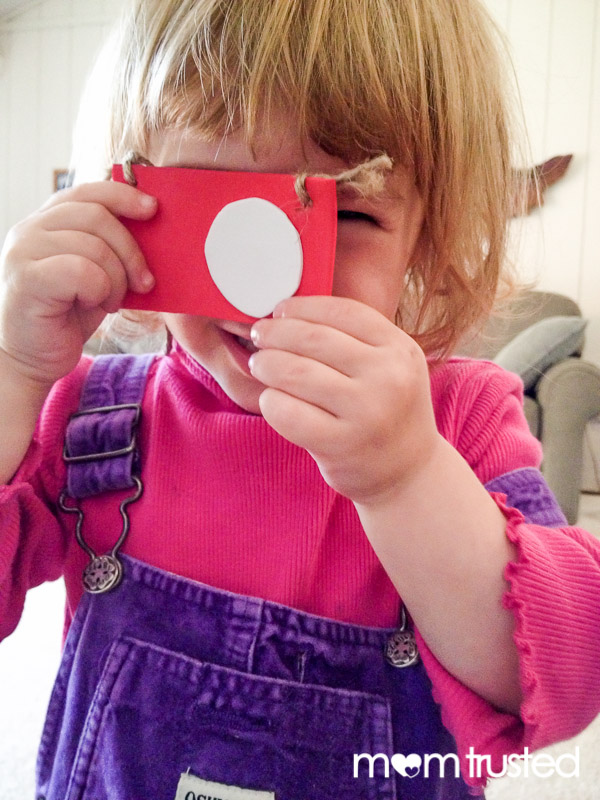 DIY Play Camera Necklace IMG 5218