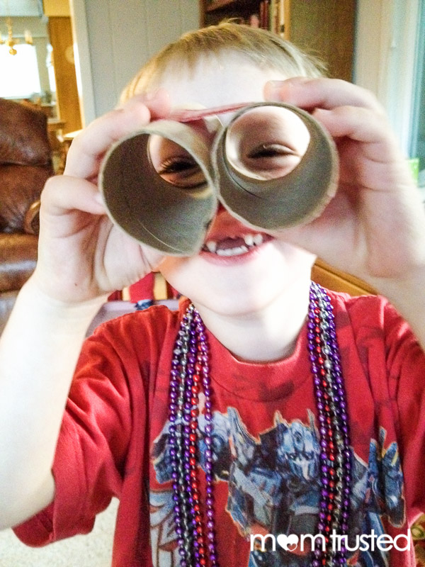 Play Binoculars from Cardboard Tubes 2013 10 27 17.55.15