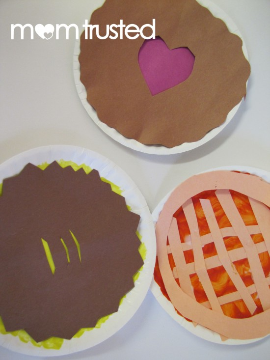 Thanksgiving pie paper plate craft for kids